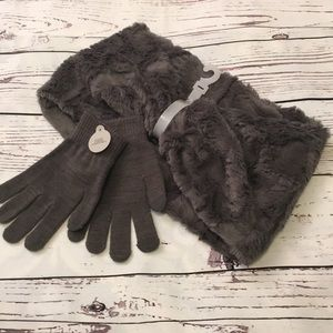 NWT Gray infinity scarf and gloves set